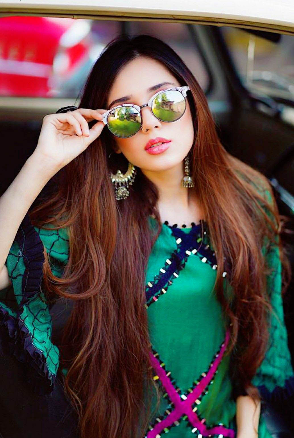 Stylish Girls Whatsapp DP Images Collection