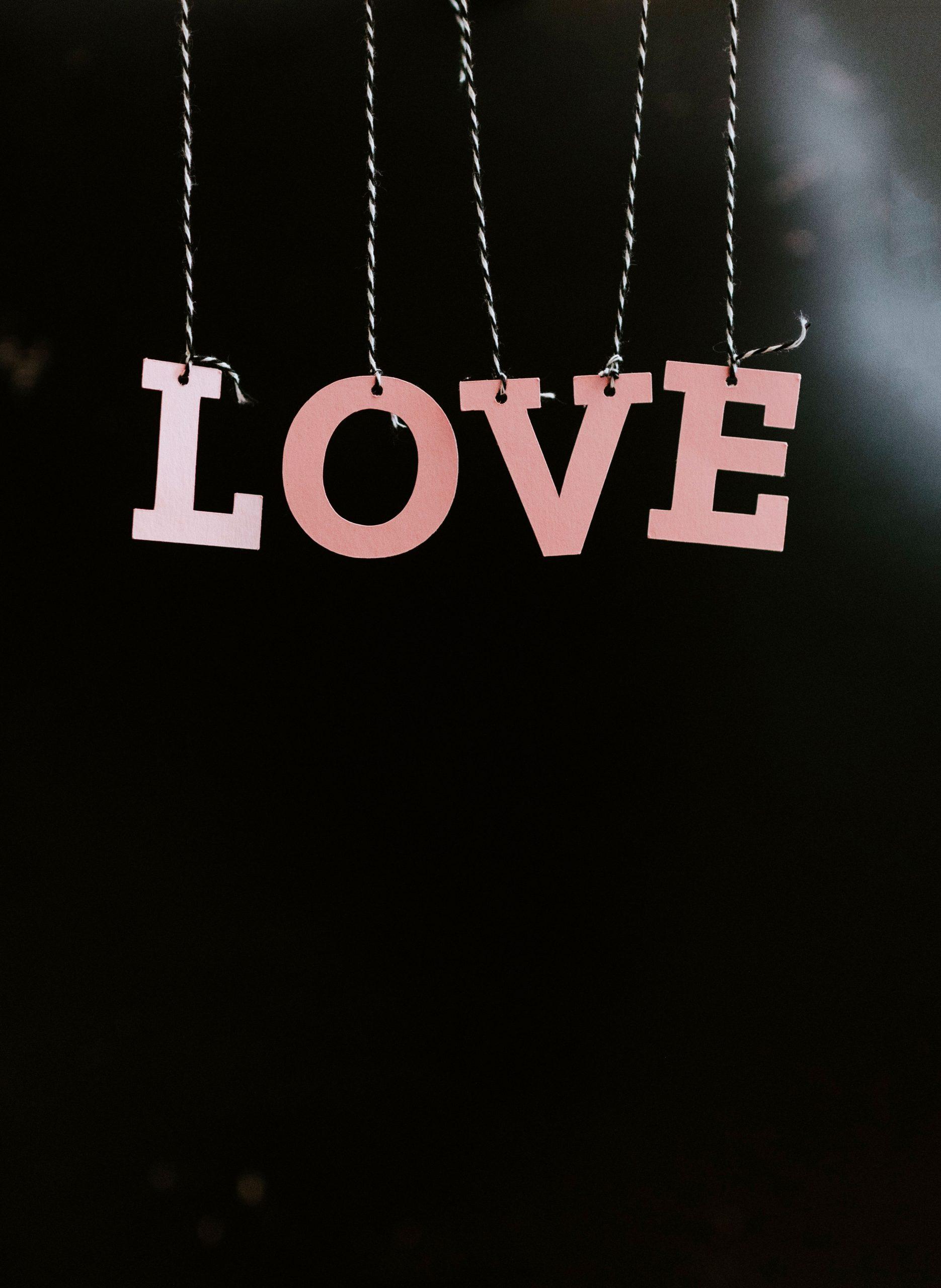 2021 Latest Love Couple Sad Dp Images pics download