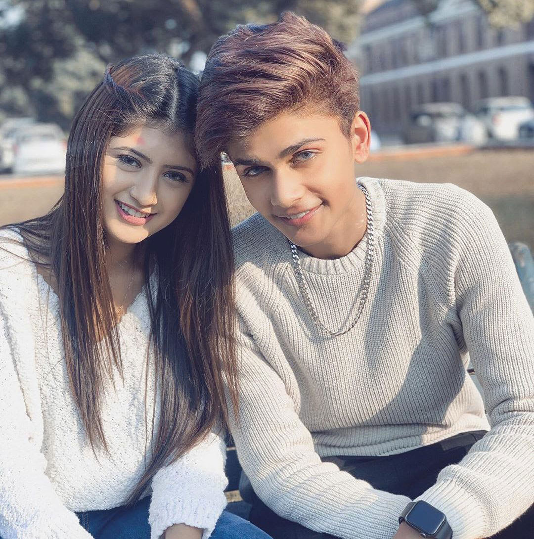 Latest Cute Couple Images wallpaper photo download