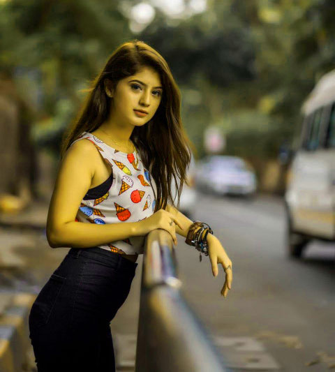 Latest DP Images With Stylish Girls 1