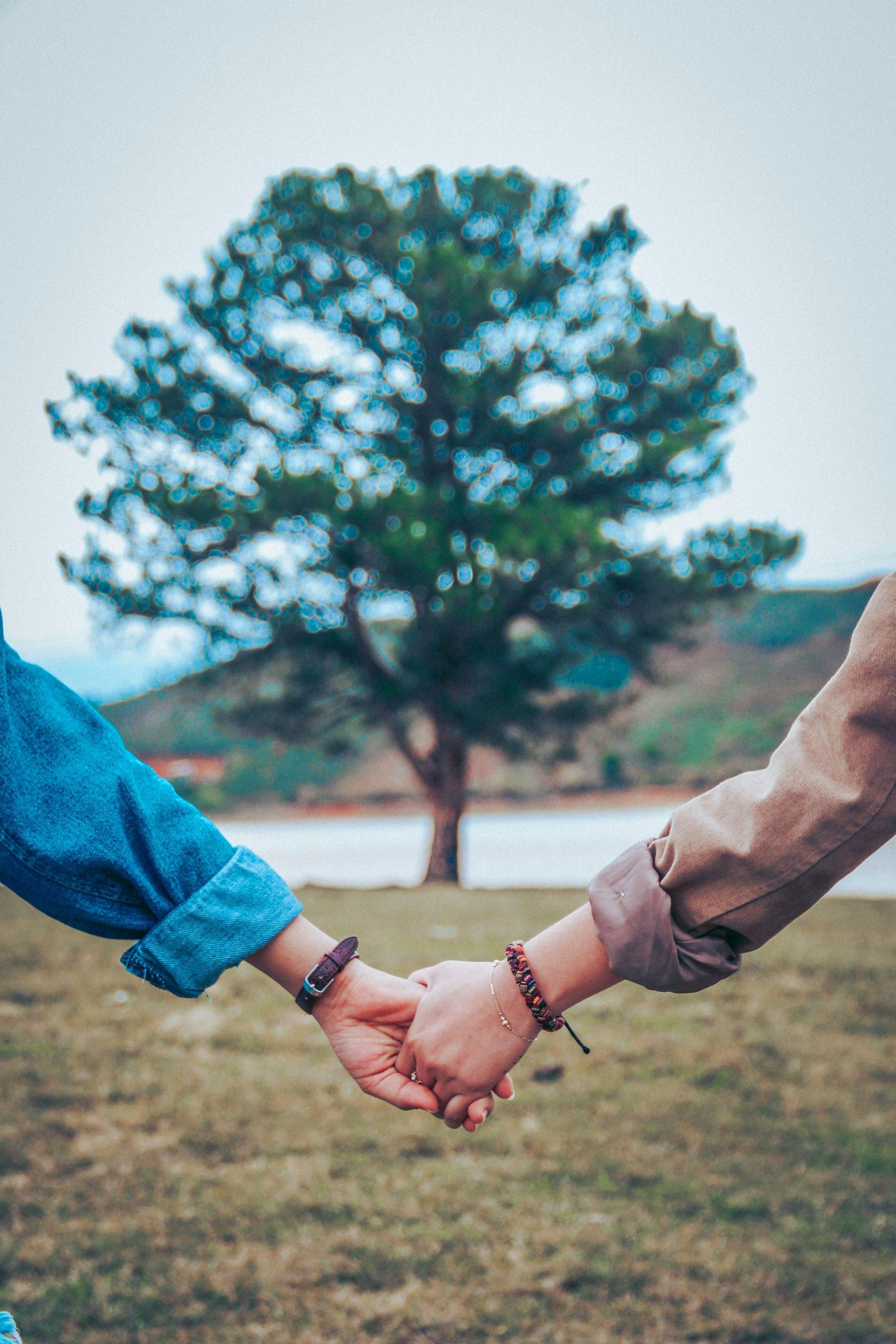 Latest Love Couple Sad Dp Images pics