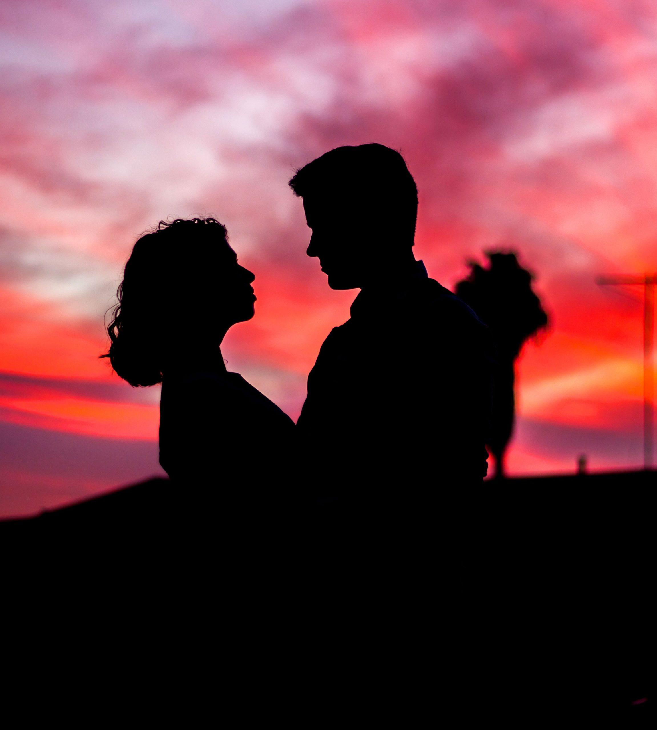 free romantic Girlfriend Whatsapp Profile Images 2
